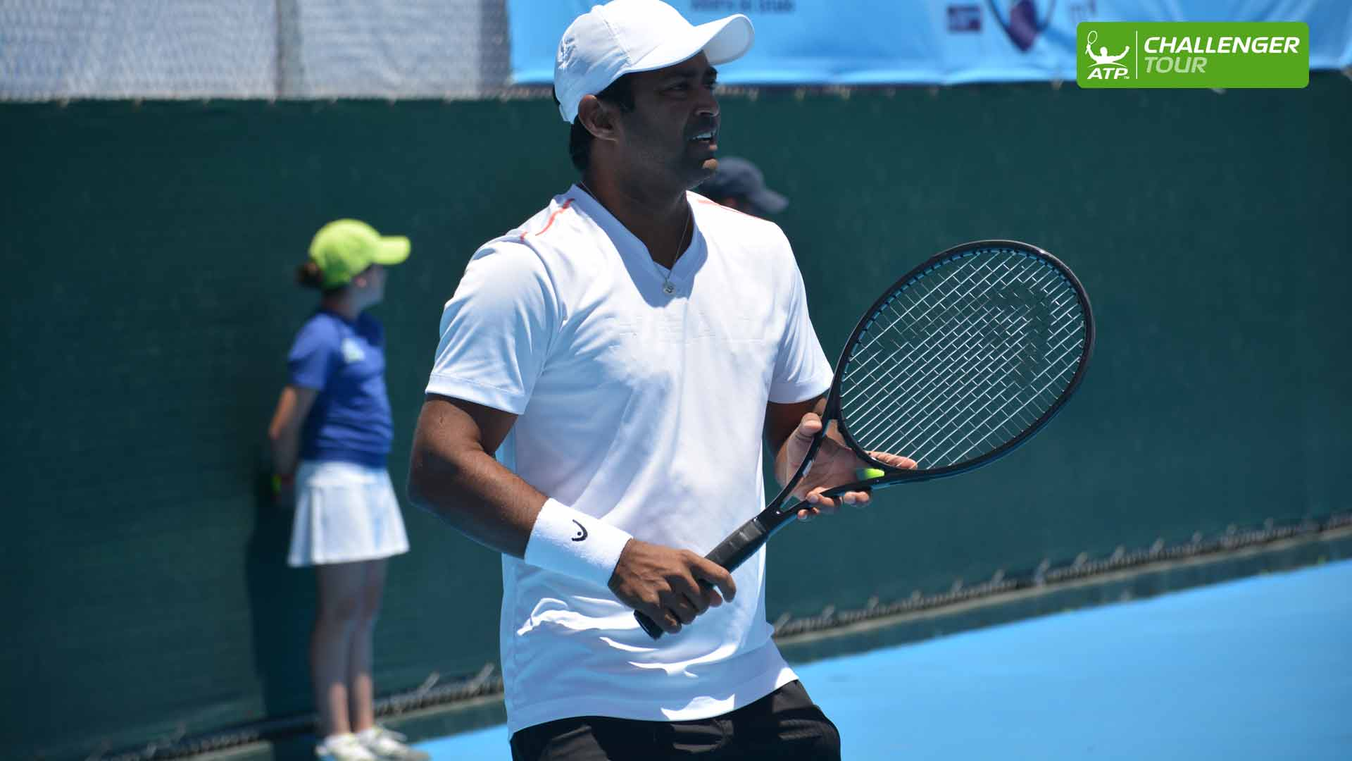 Seventeen-time Grand Slam champion Leander Paes thrilled fans on the doubles court at the ATP Challenger Tour event in Leon.