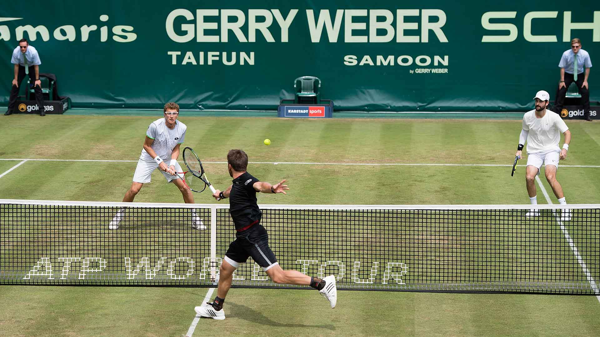 Alexander Peya puts a volley away en route to a win in Halle.
