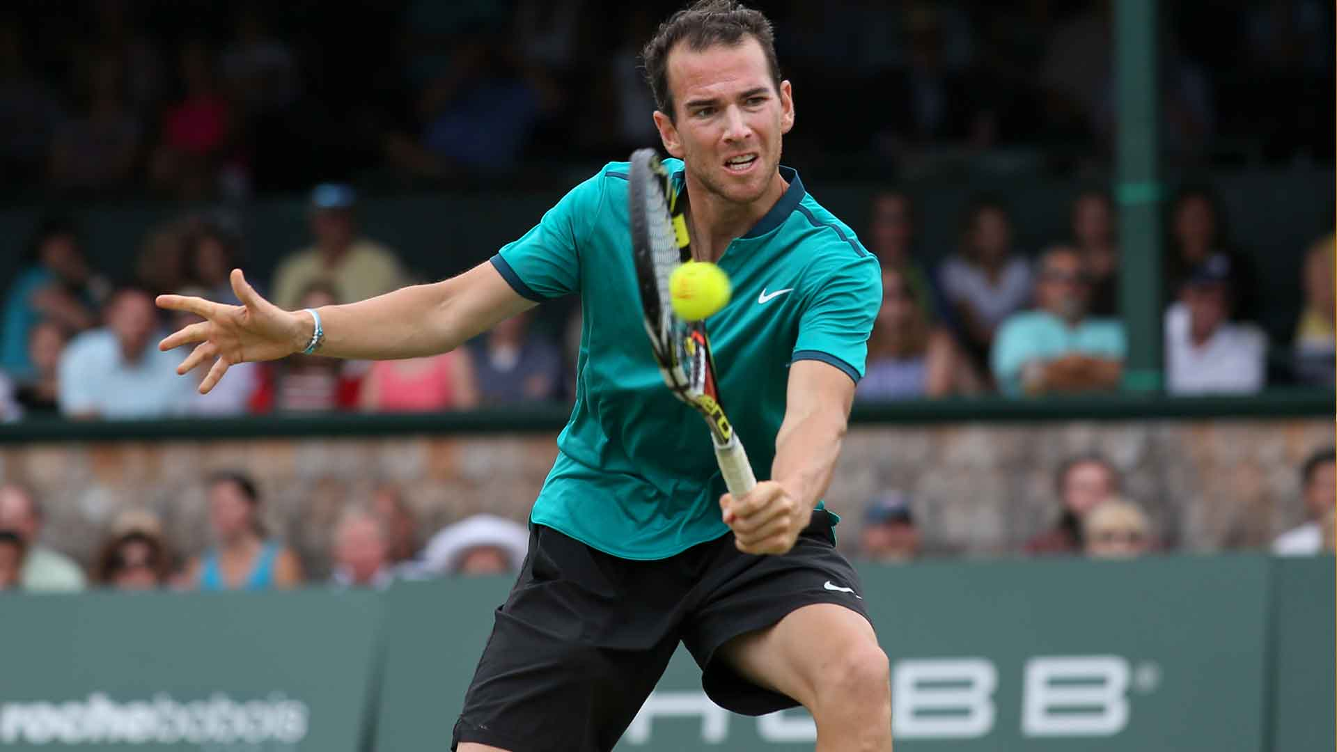 Adrian Mannarino downs Sam Groth in Newport.