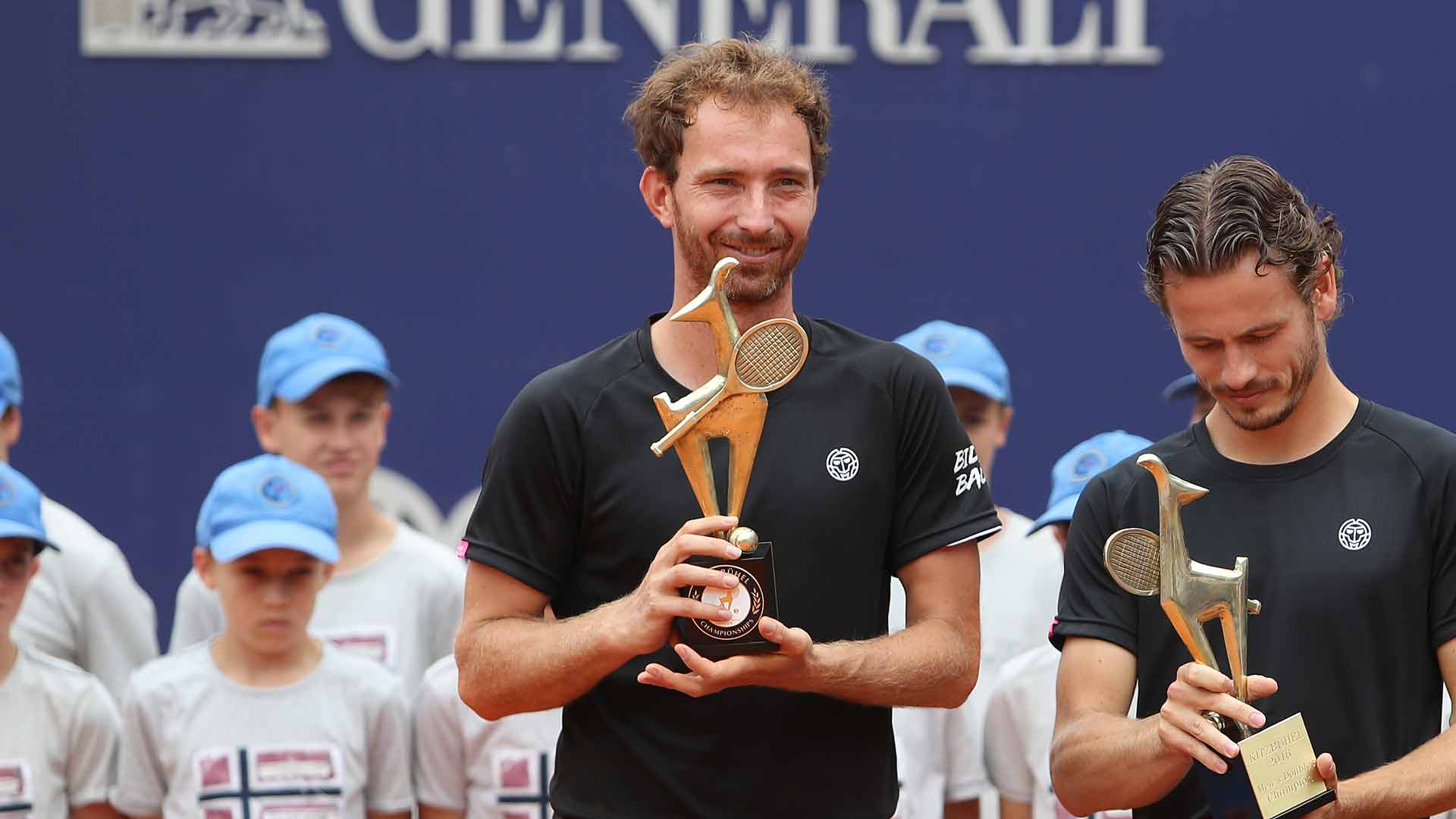 Matwe Middelkoop (L) and Wesley Koolhof won their second ATP World Tour doubles title of the year in Kitzbuhel.