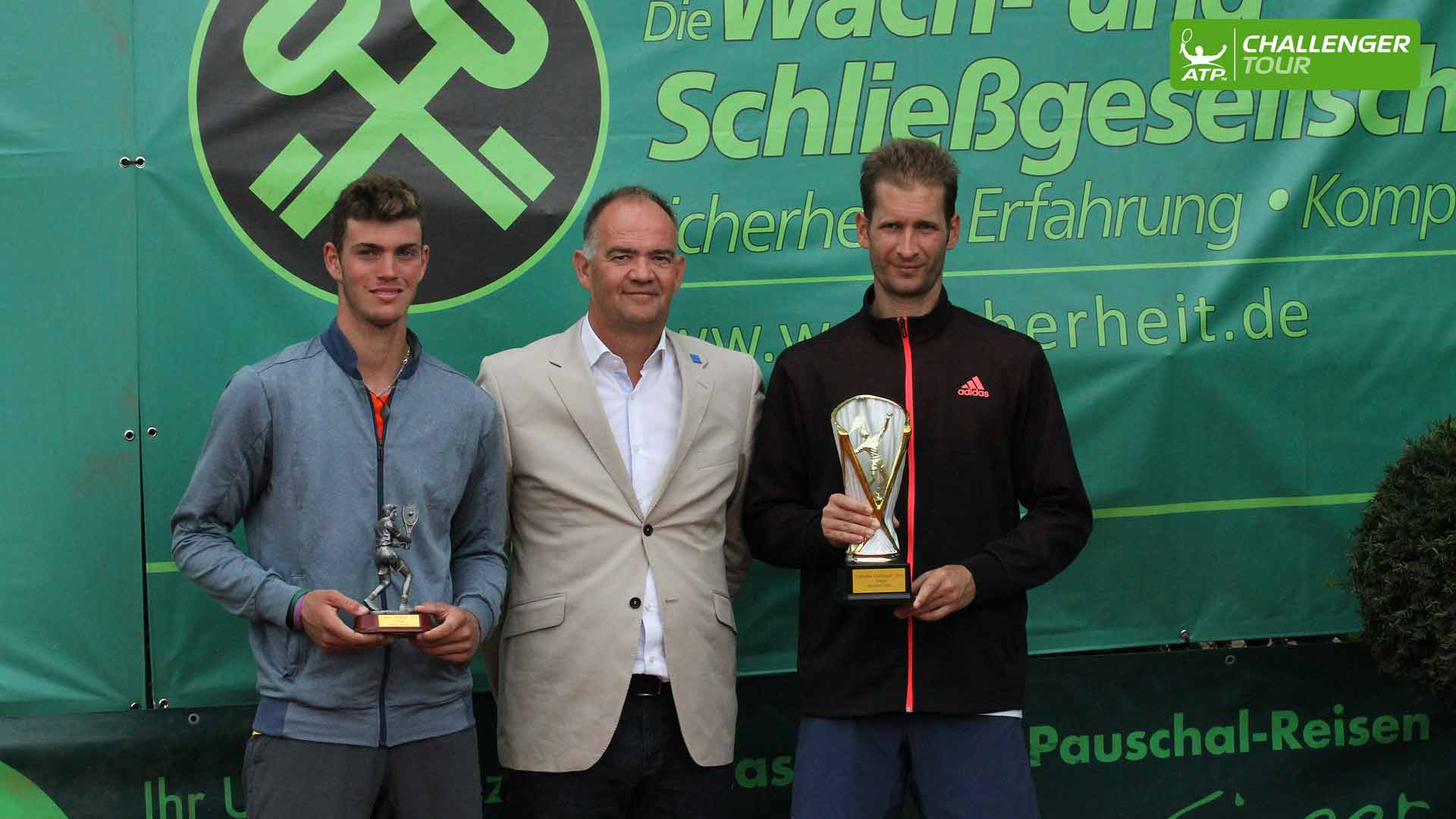 Florian Mayer defeats Maximilian Marterer to win the ATP Challenger Tour event in Meerbusch.