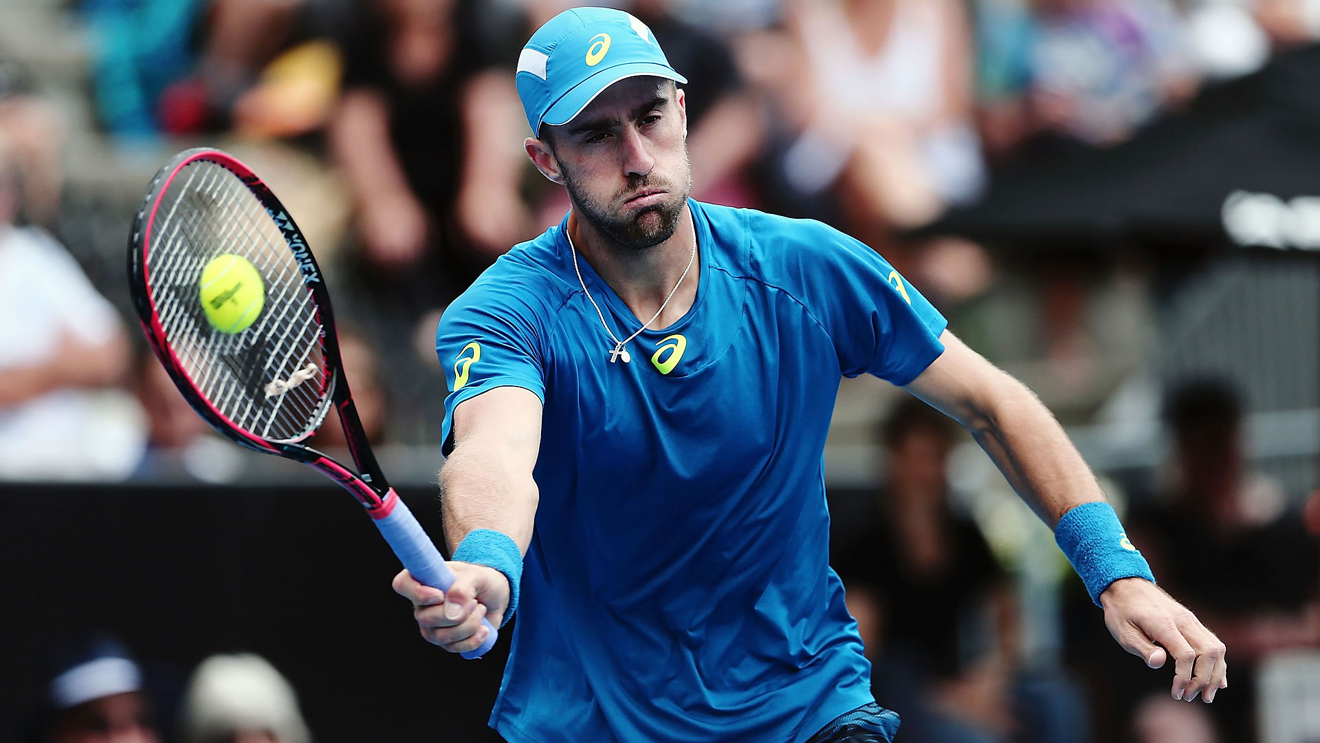 Steve Johnson cruises past Stephane Robert on opening day at the ASB Classic.