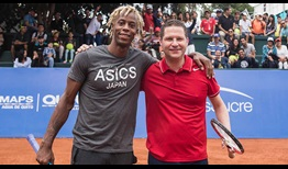 Gael Monfils and Mayor of Quito Mauricio Rodas had a light hit in front of a packed crowd ahead of the Ecuador Open.