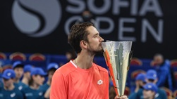 Medvedev Kisses Sofia Open Trophy