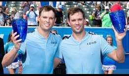 Bob Bryan and Mike Bryan celebraron su 117º título en el Tour este domingo en el Delray Beach Open.