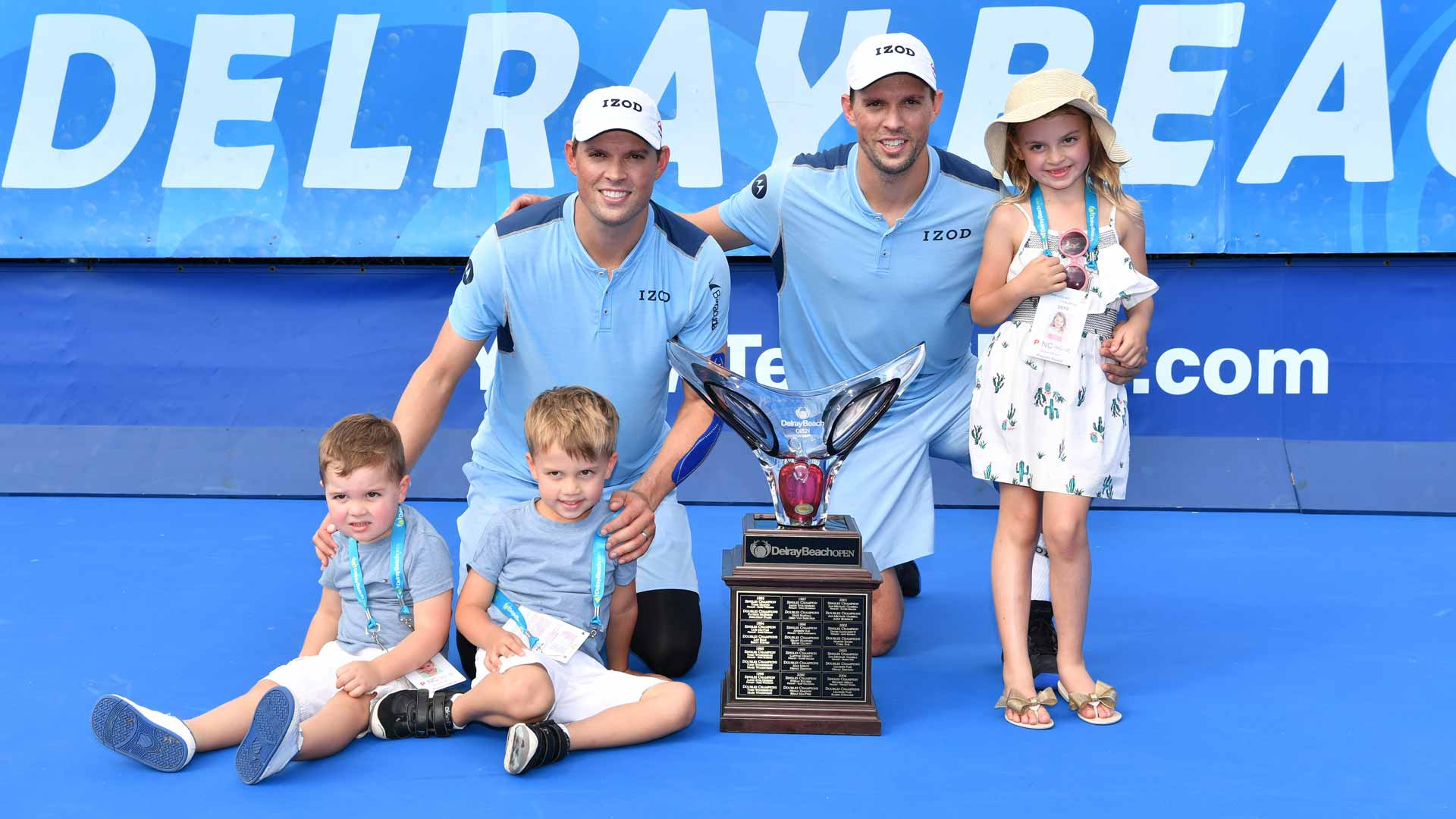 Bob Bryan and Mike Bryan celebrate their Delray Beach victory with Bob's three children.