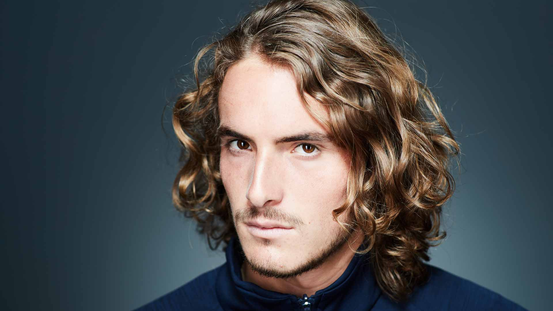 <a href='https://www.atptour.com/en/players/stefanos-tsitsipas/te51/overview'>Stefanos Tsitsipas</a> at the 2019 ATP Tour photoshoot.