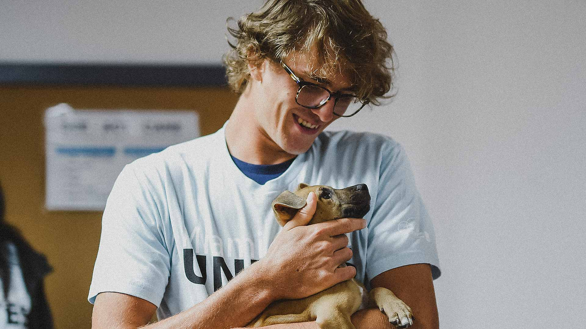 Ahead of the Miami Open presented by Itau, Alexander Zverev adopts a puppy from the Greater Humane Society of Miami.