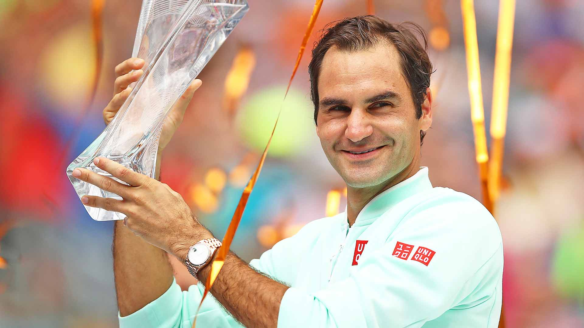 Roger Federer lifts his fourth Miami trophy