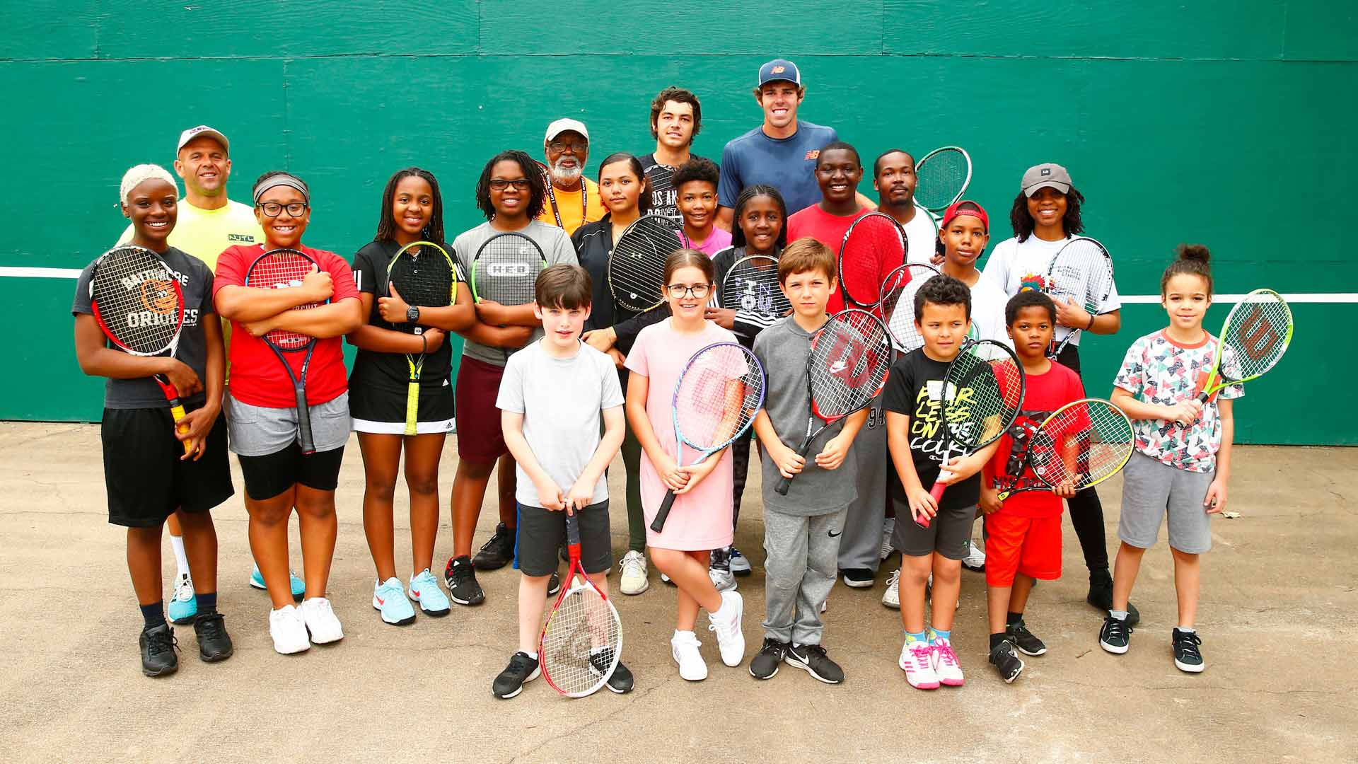 Taylor Fritz and Reilly Opelka helping the community in Houston