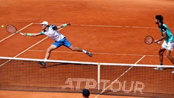 Koolhof and Haase play at net in Monte-Carlo