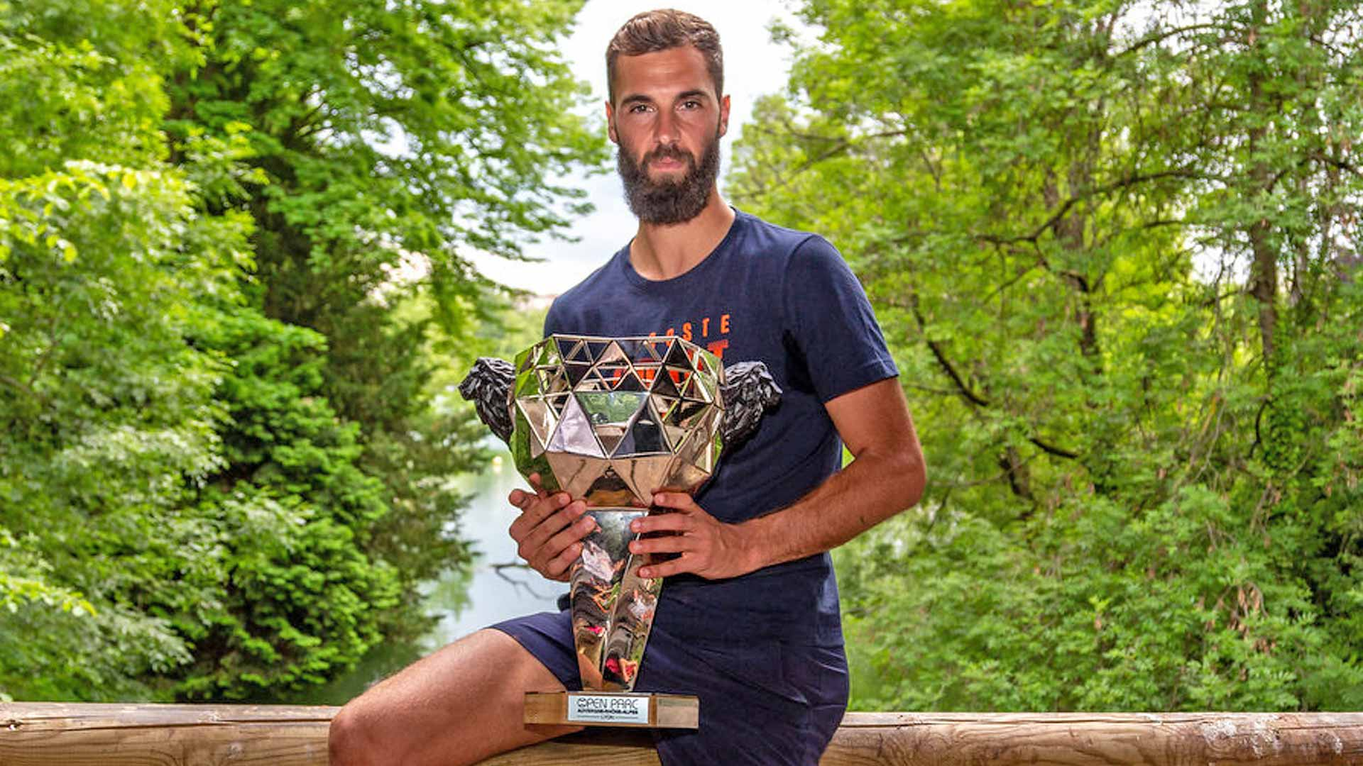 Benoit Paire celebrates his Lyon title
