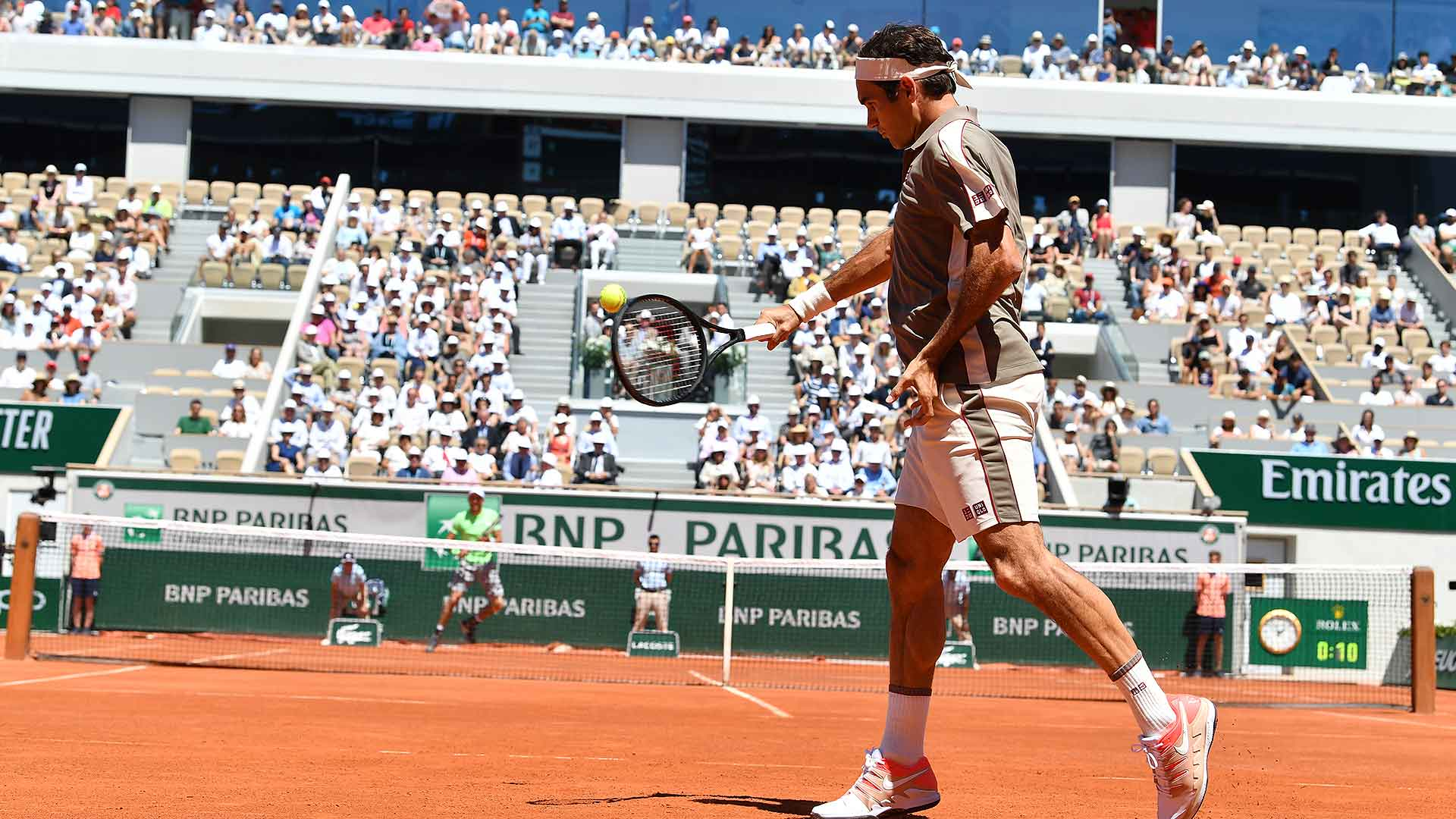 <a href='https://www.atptour.com/en/players/roger-federer/f324/overview'>Roger Federer</a> reaches the quarter-finals at <a href='https://www.atptour.com/en/tournaments/roland-garros/520/overview'>Roland Garros</a>
