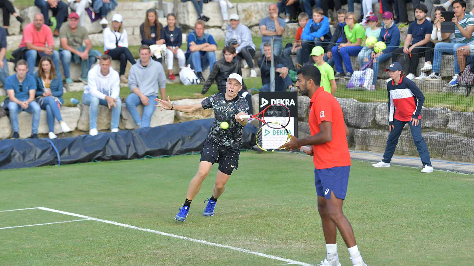 Denis Shapovalov and Rohan Bopanna reach the MercedesCup quarter-finals on Wednesday in Stuttgart