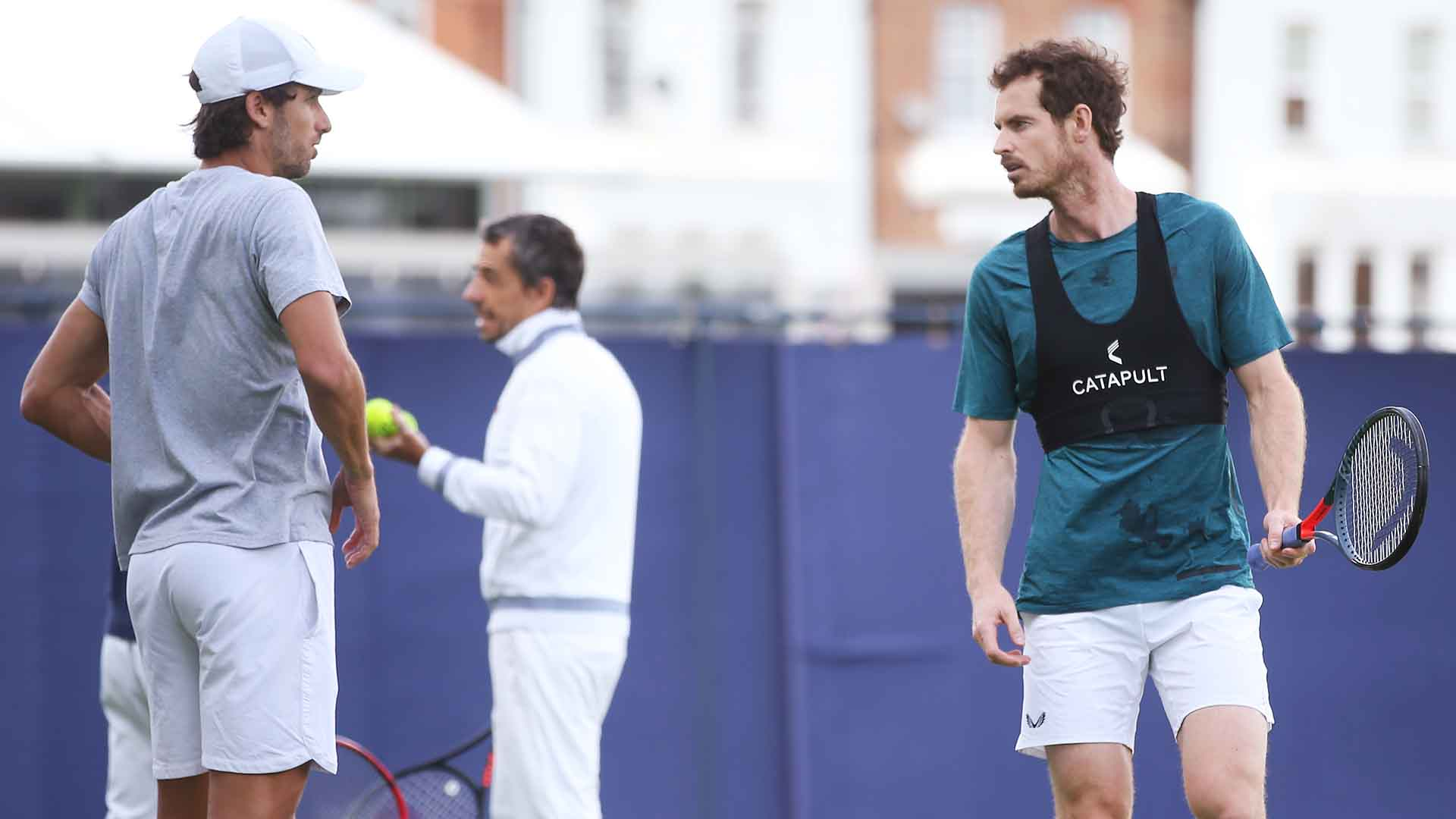 <a href='https://www.atptour.com/en/players/feliciano-lopez/l397/overview'>Feliciano Lopez</a> and <a href='https://www.atptour.com/en/players/andy-murray/mc10/overview'>Andy Murray</a> practise at the Queen's Club ahead of the Fever-Tree Championships.