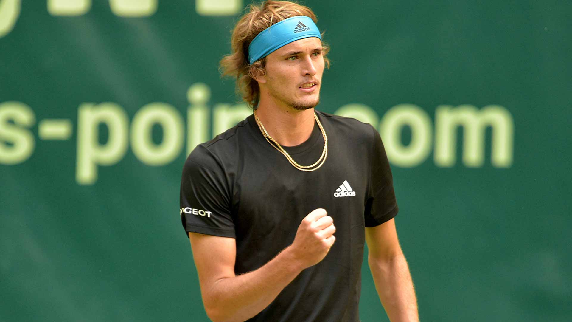 Alexander Zverev beats Steve Johnson to make the Halle quarter-finals