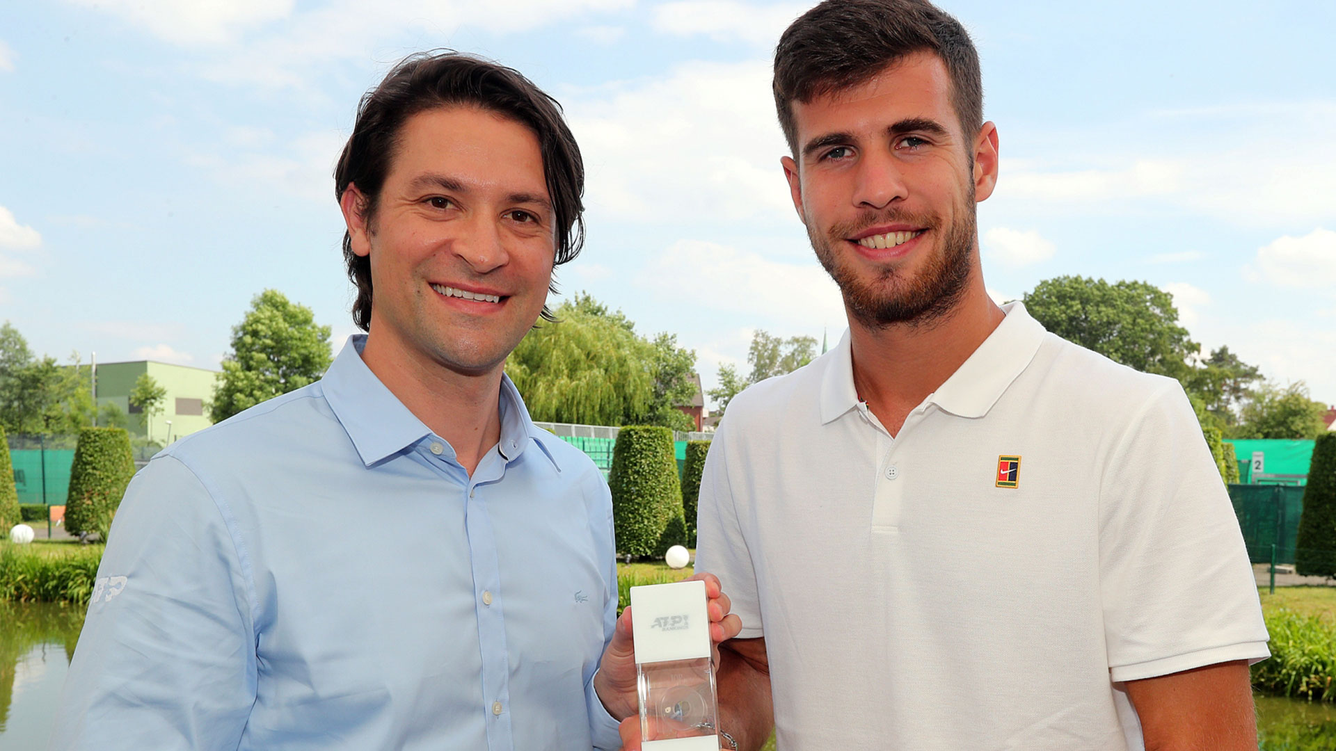 Karen Khachanov receives his Top 10 award in Halle