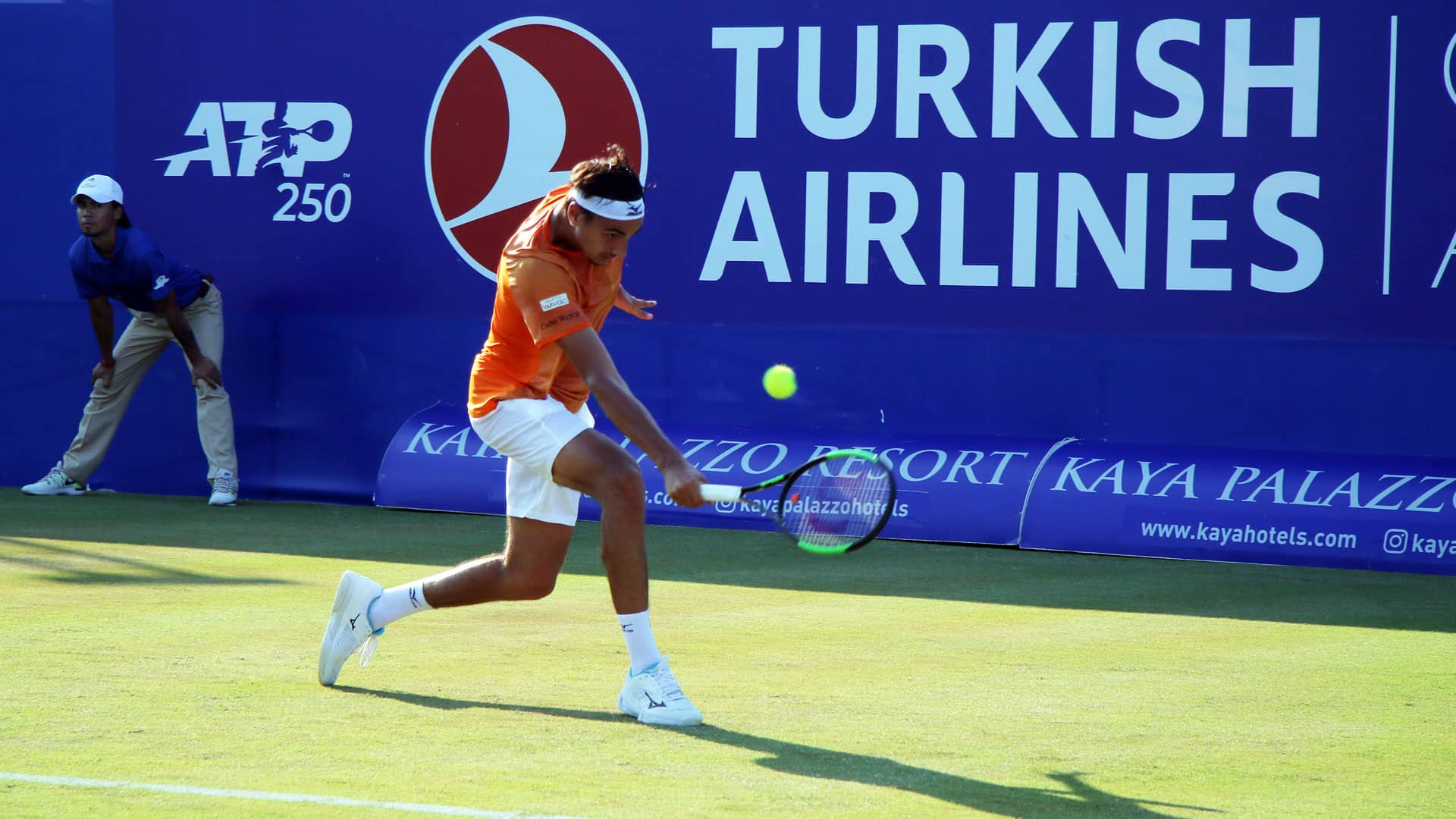 Lorenzo Sonego hits a backhand in Antalya