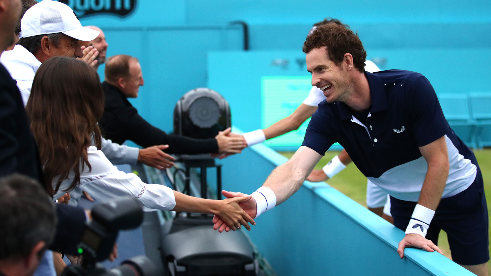 <a href='https://www.atptour.com/en/players/andy-murray/mc10/overview'>Andy Murray</a> celebrates at Queen's Club 2019