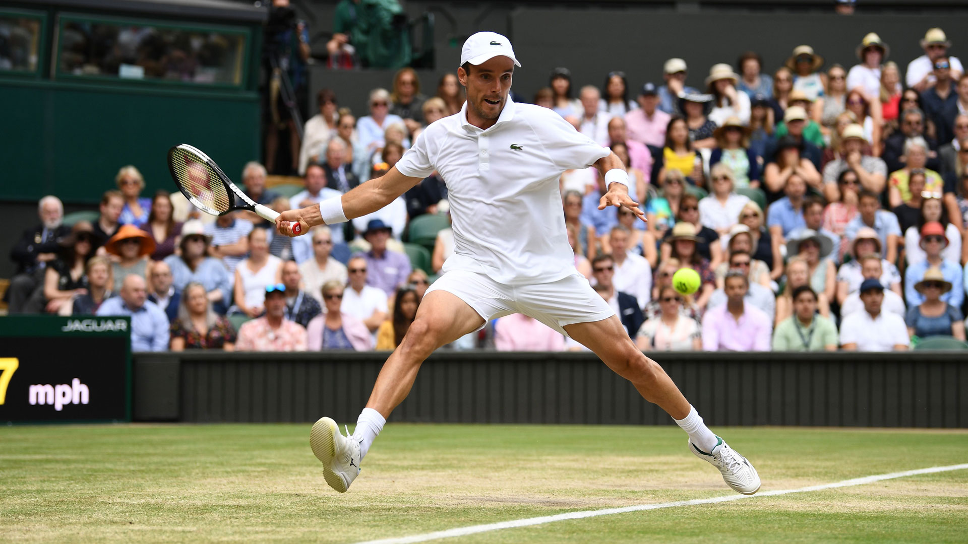 Bautista Agut hits a forehand in the Wimbledon 2019 semi-finals