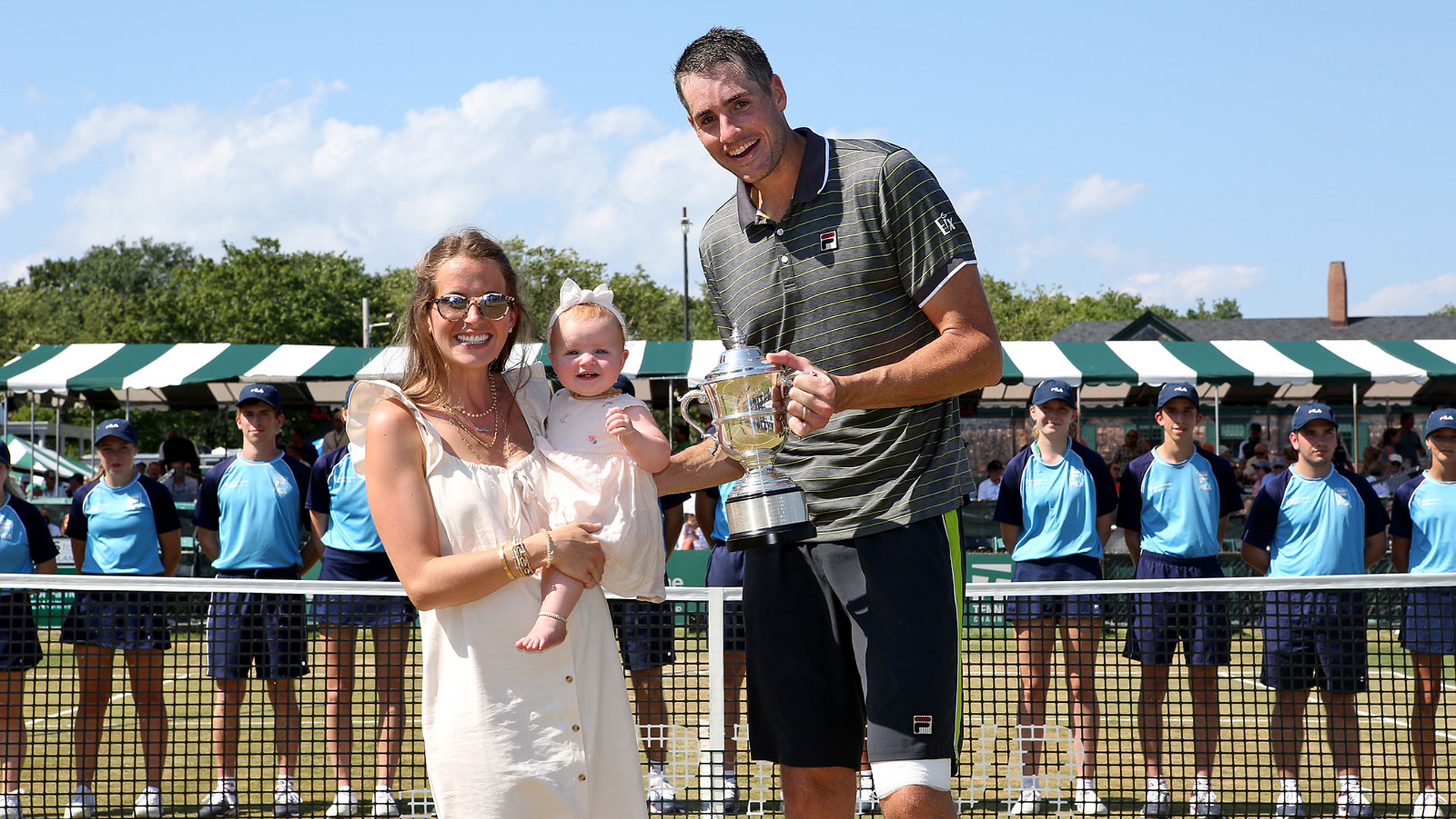 Isner celebrates with his family at Newport 2019