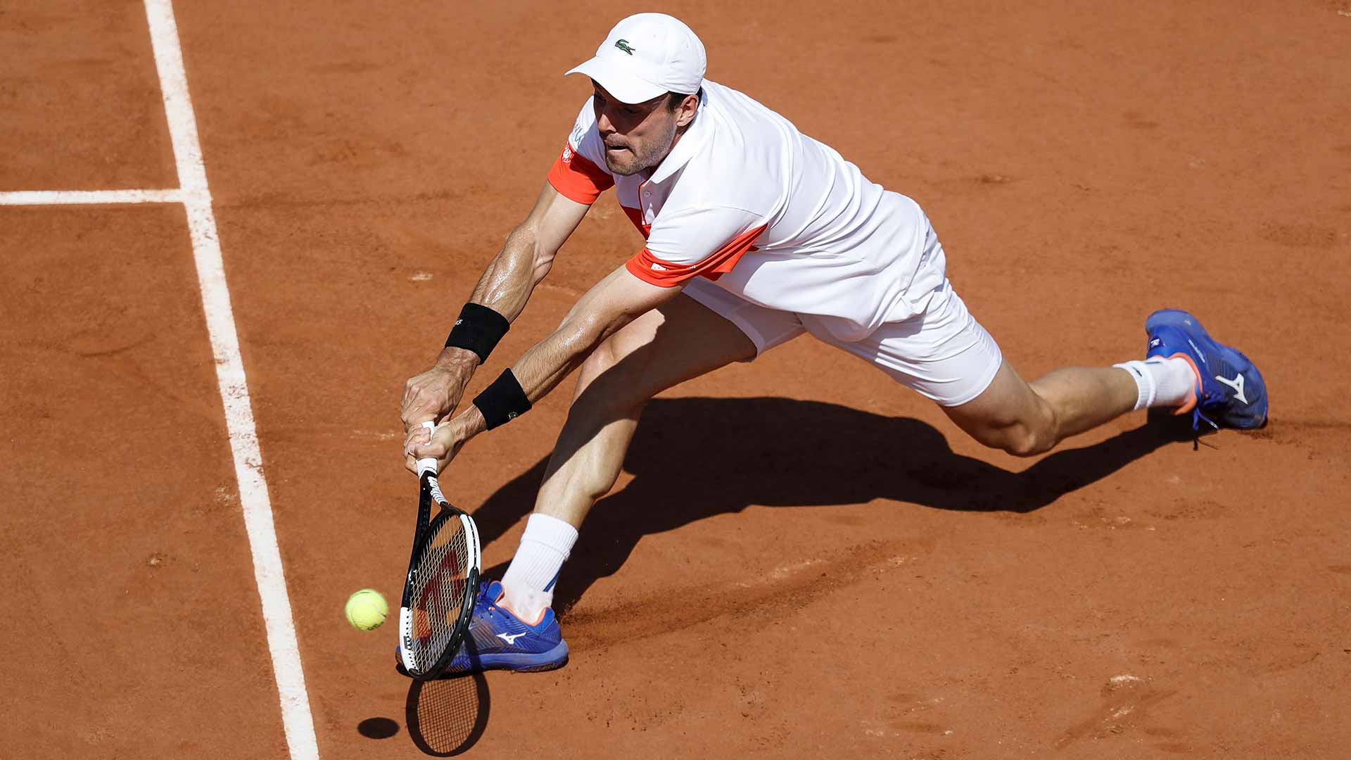 Roberto Bautista Agut reaches the quarter-finals of the ATP 250 event in Gstaad on Thursday