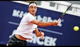 Lorenzo Sonego wins seven fewer points than Federico Delbonis, but the Italian advances in Kitzbuhel.