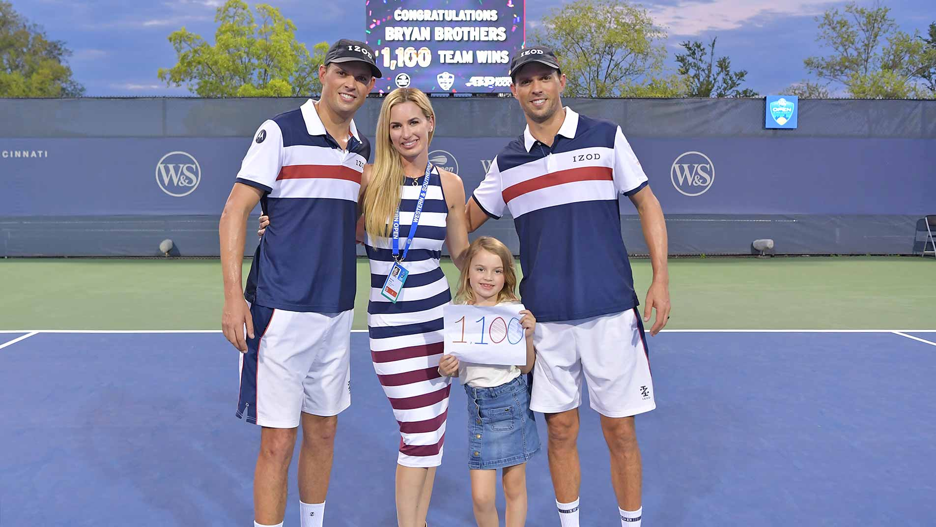 <a href='https://www.atptour.com/en/players/bob-bryan/b588/overview'>Bob Bryan</a> with wife Michelle, daughter Micaela and brother <a href='https://www.atptour.com/en/players/mike-bryan/b589/overview'>Mike Bryan</a>, celebrating the Bryan brothers' 1100th team win.