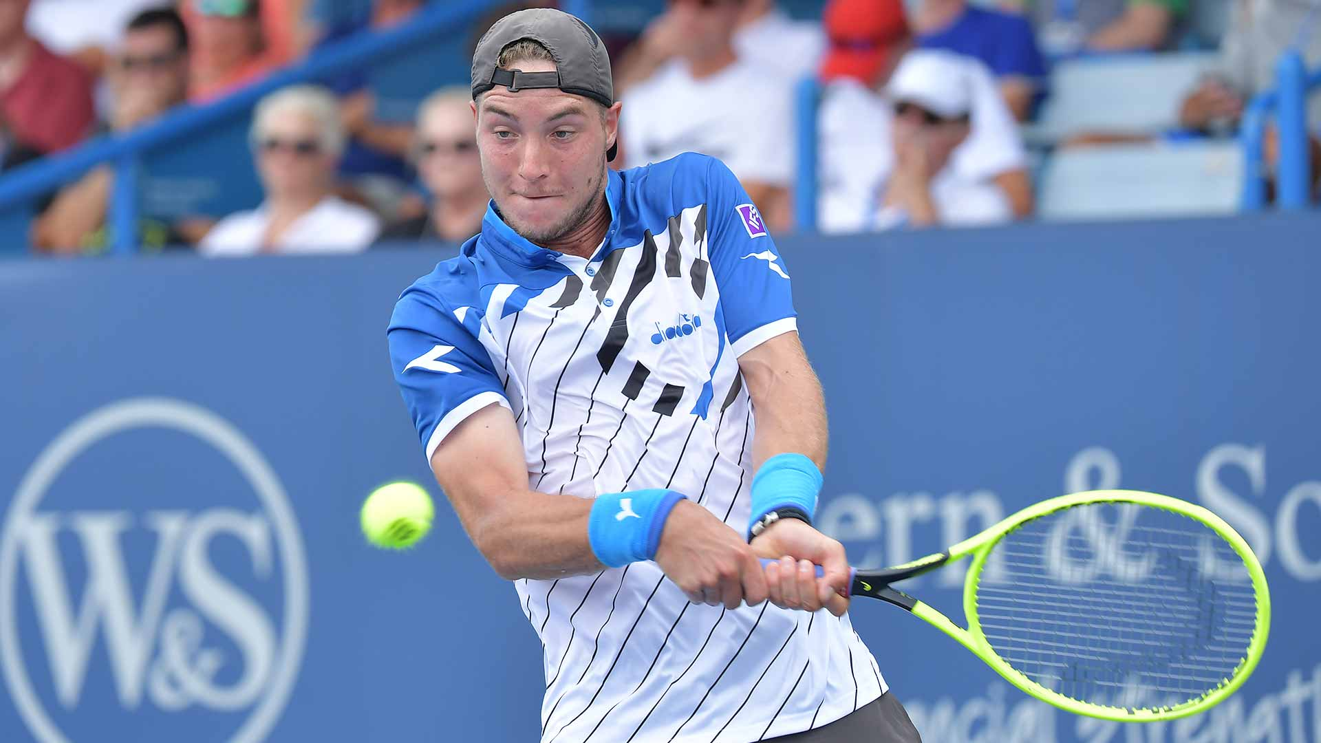 Jan-Lennard Struff beats Stefanos Tsitsipas on Wednesday to reach the third round of the Western & Southern Open in Cincinnati