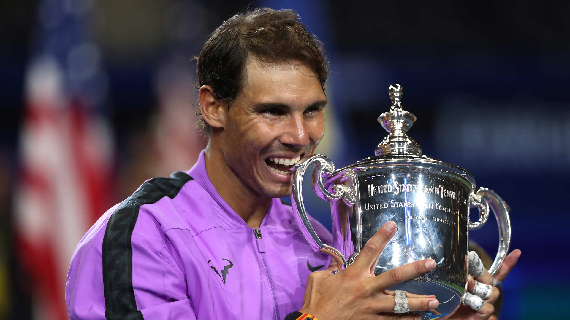 Nadal bites trophy 2019 <a href='https://www.atptour.com/en/tournaments/us-open/560/overview'>US Open</a>