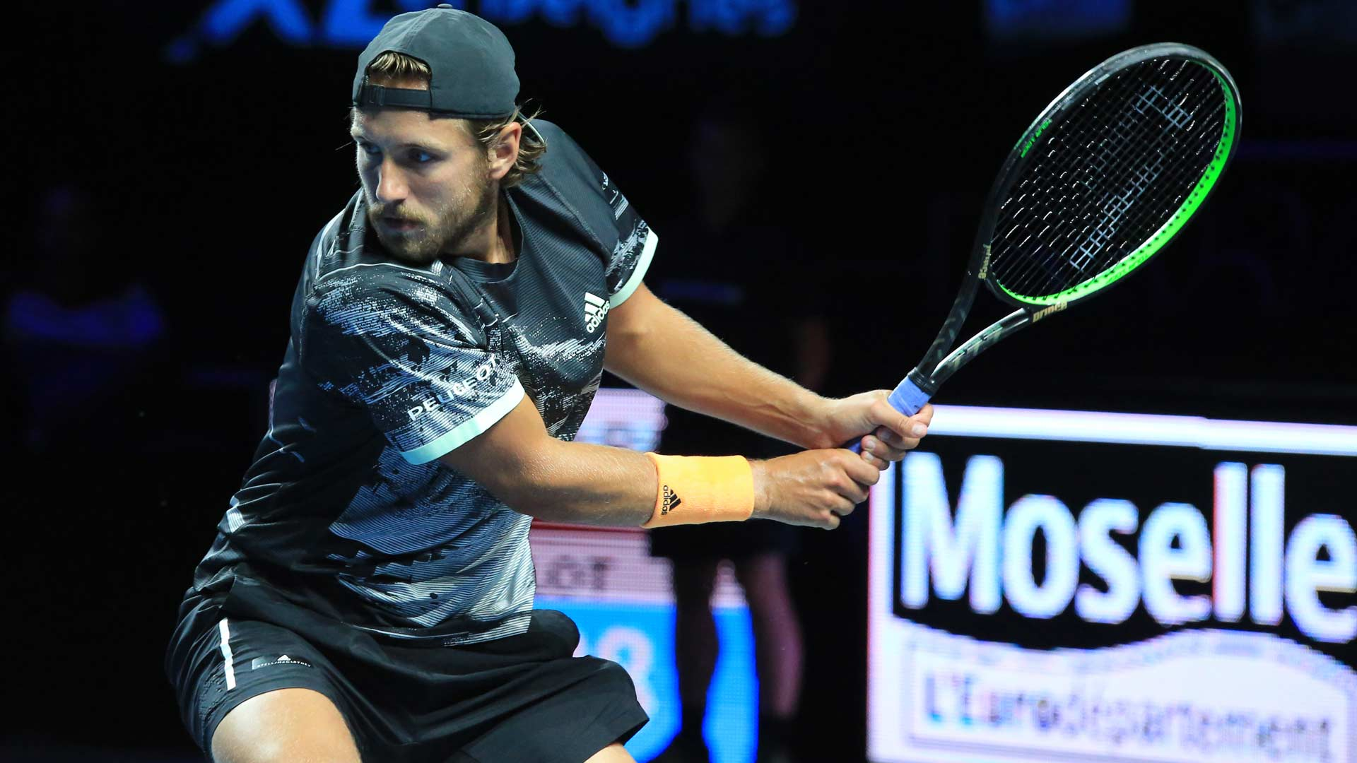 Lucas Pouille hits a backhand in Metz 2019