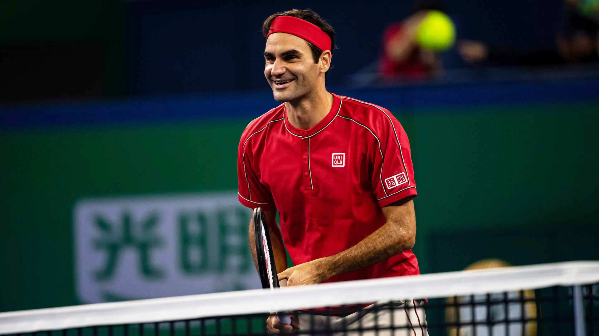 <a href='https://www.atptour.com/en/players/roger-federer/f324/overview'>Roger Federer</a> reacts in Shanghai 2019
