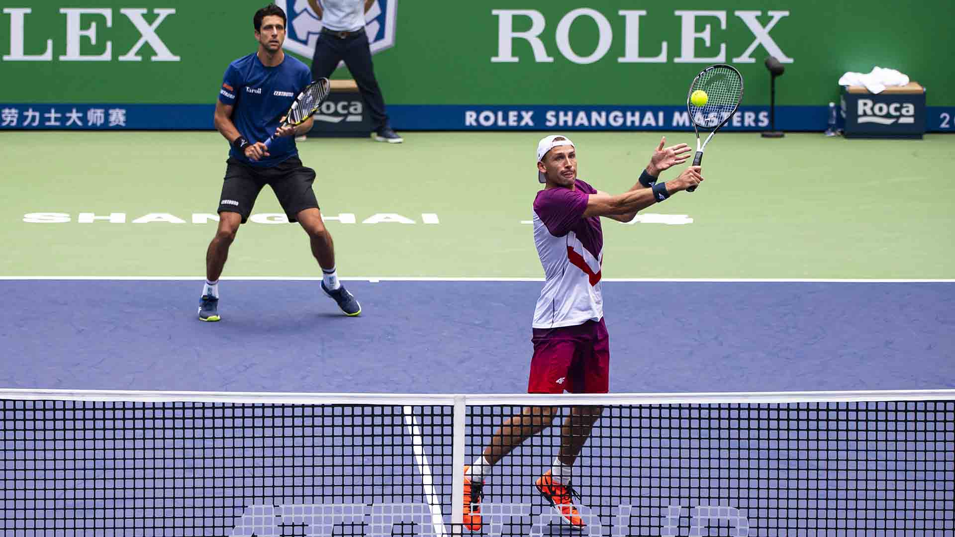 Marcelo Melo and Lukasz Kubot defeat Nicolas Mahut and Edouard Roger-Vasselin to reach their third straight Rolex Shanghai Masters final.