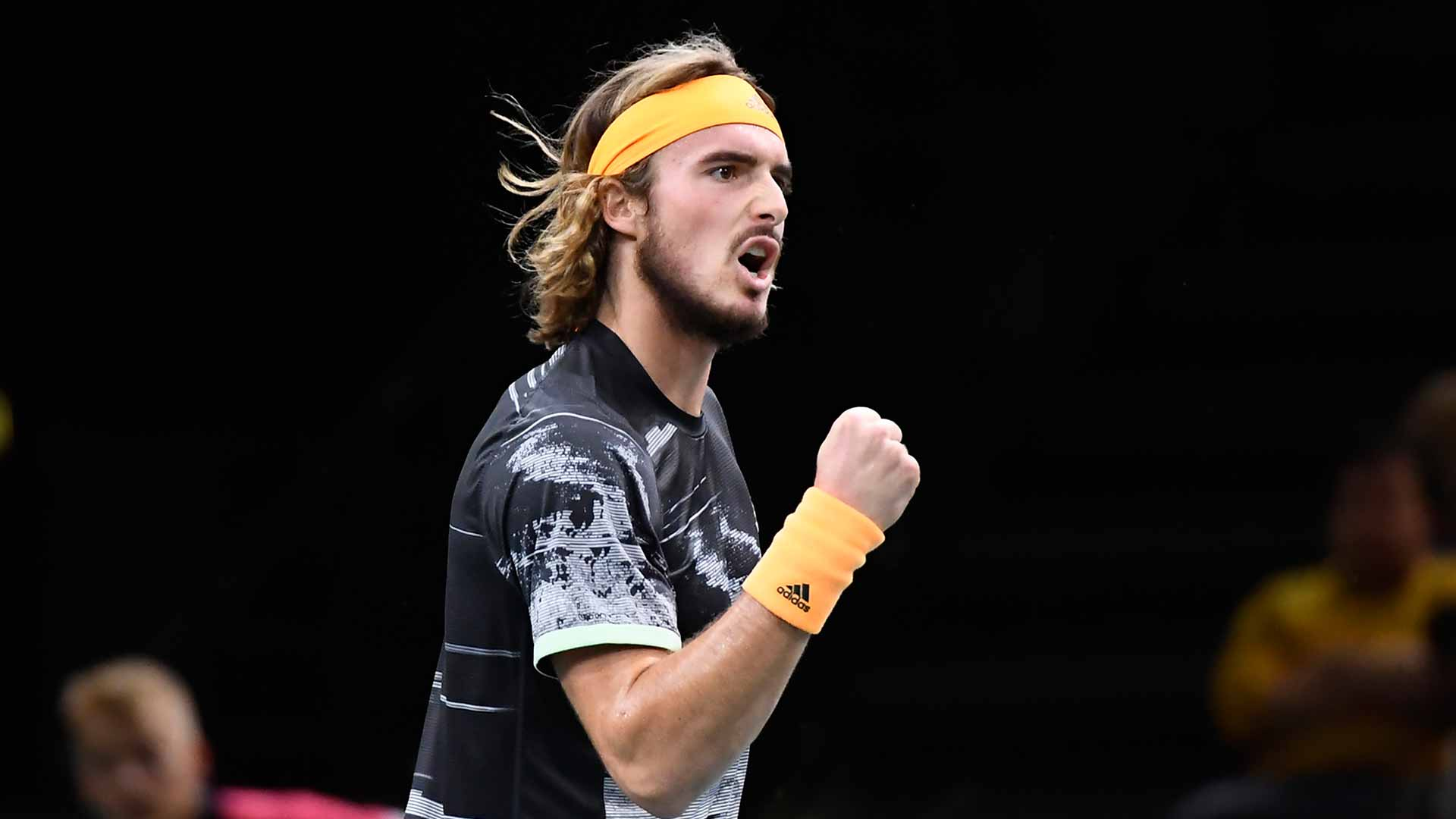 <a href='https://www.atptour.com/en/players/stefanos-tsitsipas/te51/overview'>Stefanos Tsitsipas</a> reaches the quarter-finals at the <a href='https://www.atptour.com/en/tournaments/paris/352/overview'>Rolex Paris Masters</a>