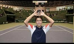 Yosuke Watanuki lifts his first ATP Challenger Tour trophy, prevailing on home soil in Kobe.