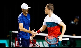 Jamie Murray and Neal Skupski survive a marathon match to reach the quarter-finals in Rotterdam.