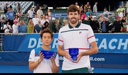 Yoshihito Nishioka y Reilly Opelka posan tras disputar la final del Delray Beach Open by VITACOST.com 2020.