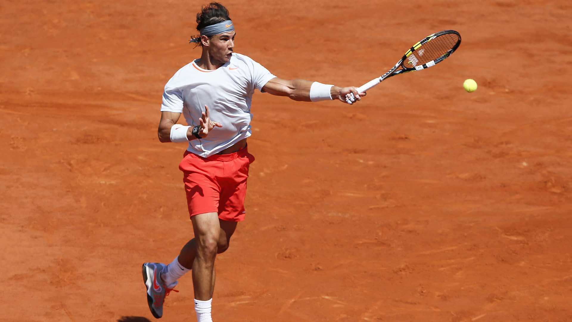 Rafael Nadal advanced to his eighth Roland Garros final with a five-set victory against Novak Djokovic in 2013.