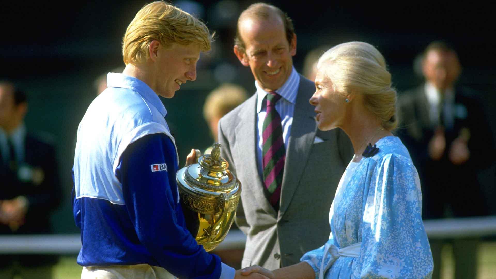 <a href='/en/players/boris-becker/b028/overview'>Boris Becker</a> beats <a href='/en/players/kevin-curren/c057/overview'>Kevin Curren</a> to lift the 1985 Gentlemen's Singles title at <a href='/en/tournaments/wimbledon/540/overview'>Wimbledon</a>.