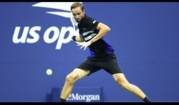 Daniil Medvedev defeats Frances Tiafoe and moves into the US Open quarter-finals without dropping a set.