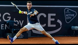 Roberto Bautista Agut fights hard on Wednesday against Dominik Koepfer in Hamburg.