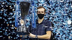 Daniil Medvedev captured the 2020 Nitto ATP Finals trophy with an unbeaten 5-0 record.