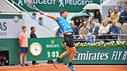 Dominic Thiem in full flight during the 2019 Roland Garros semi-finals.