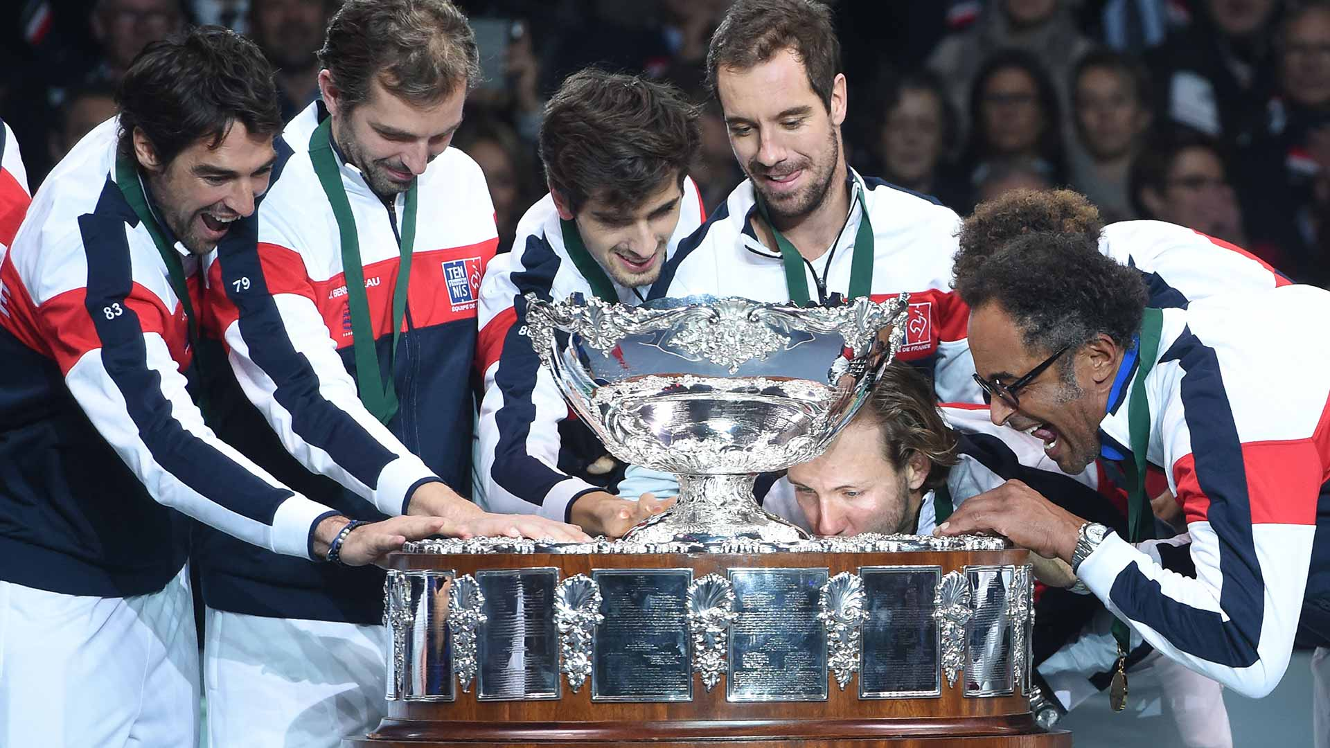 Pouille Clinches Frances Th Davis Cup Trophy Atp World Tour Tennis