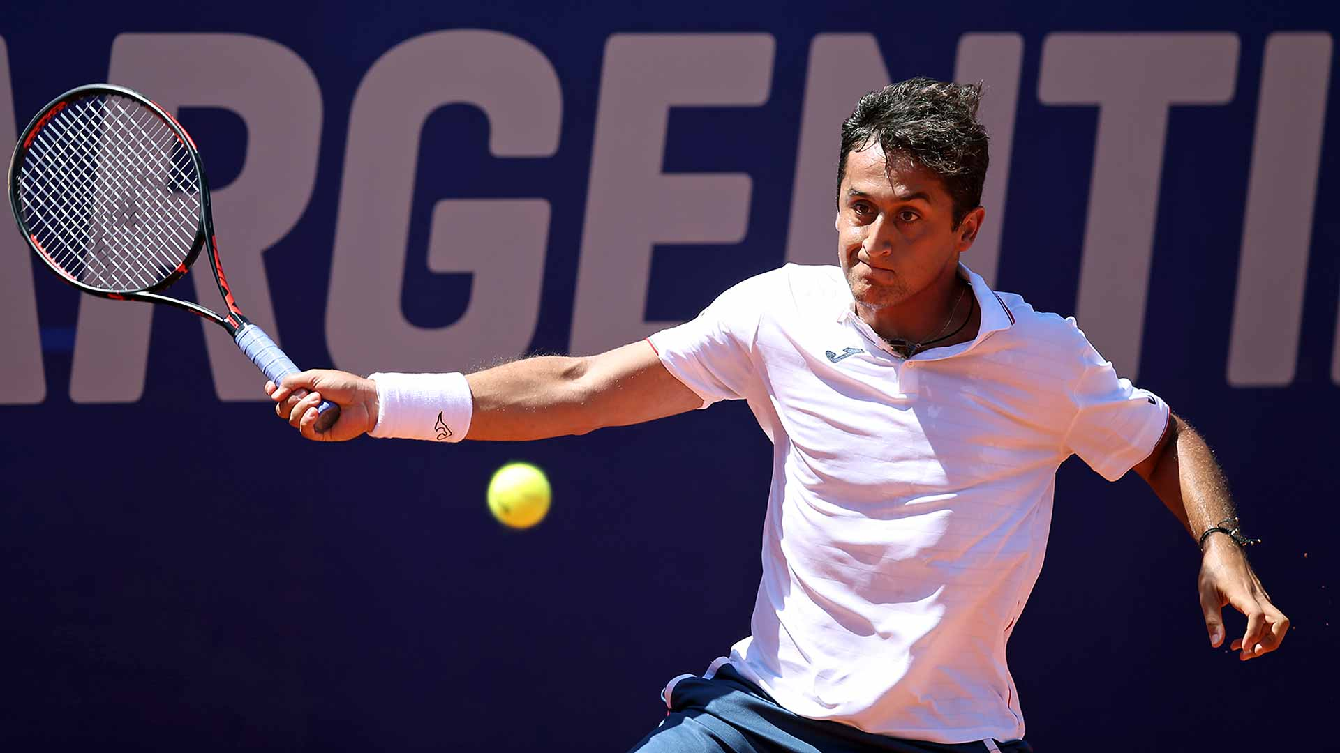 Almagro fights into the quarter-finals