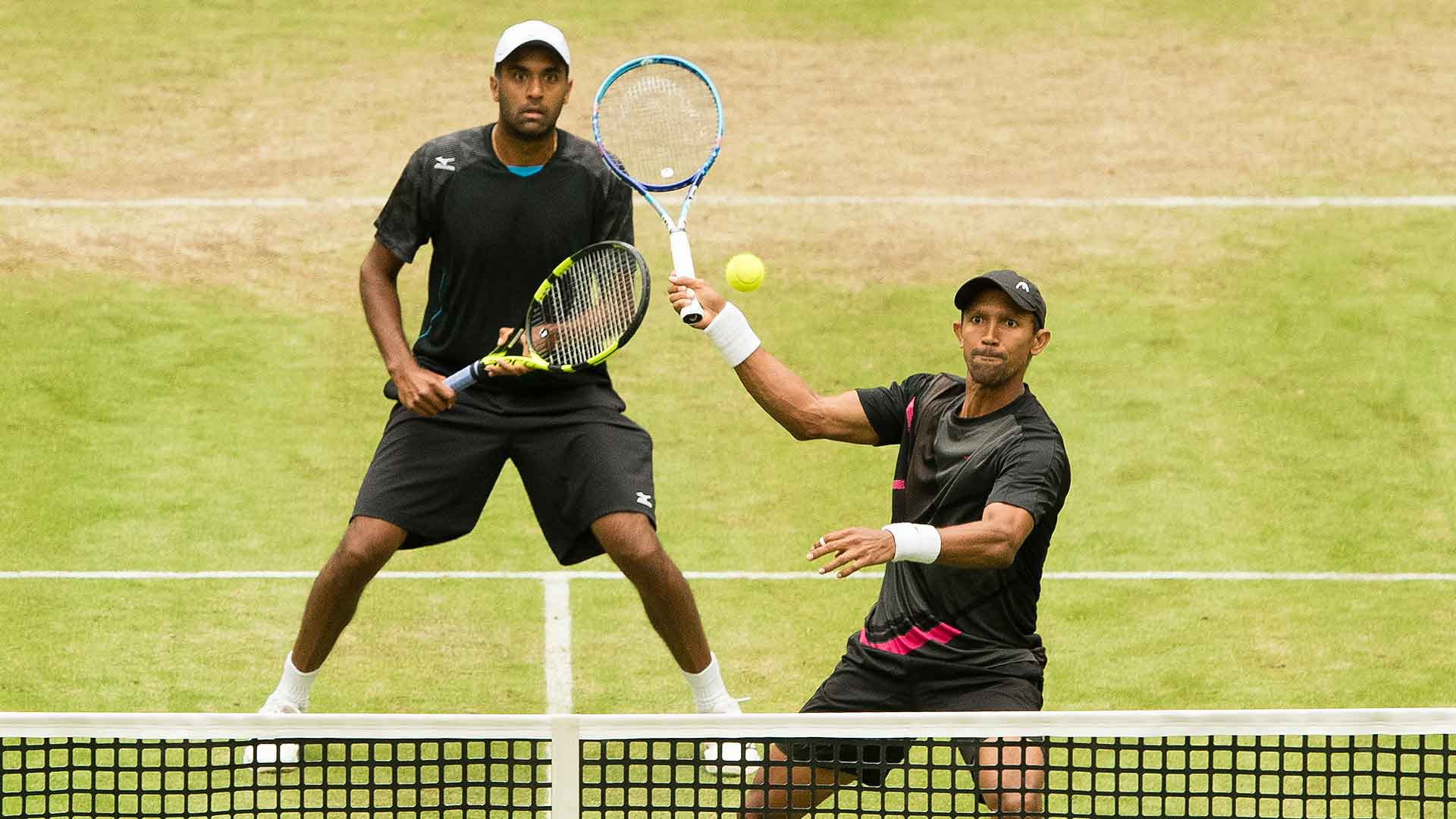 Rajeev Ram and Raven Klaasen beat Bob and Mike Bryan in Halle.