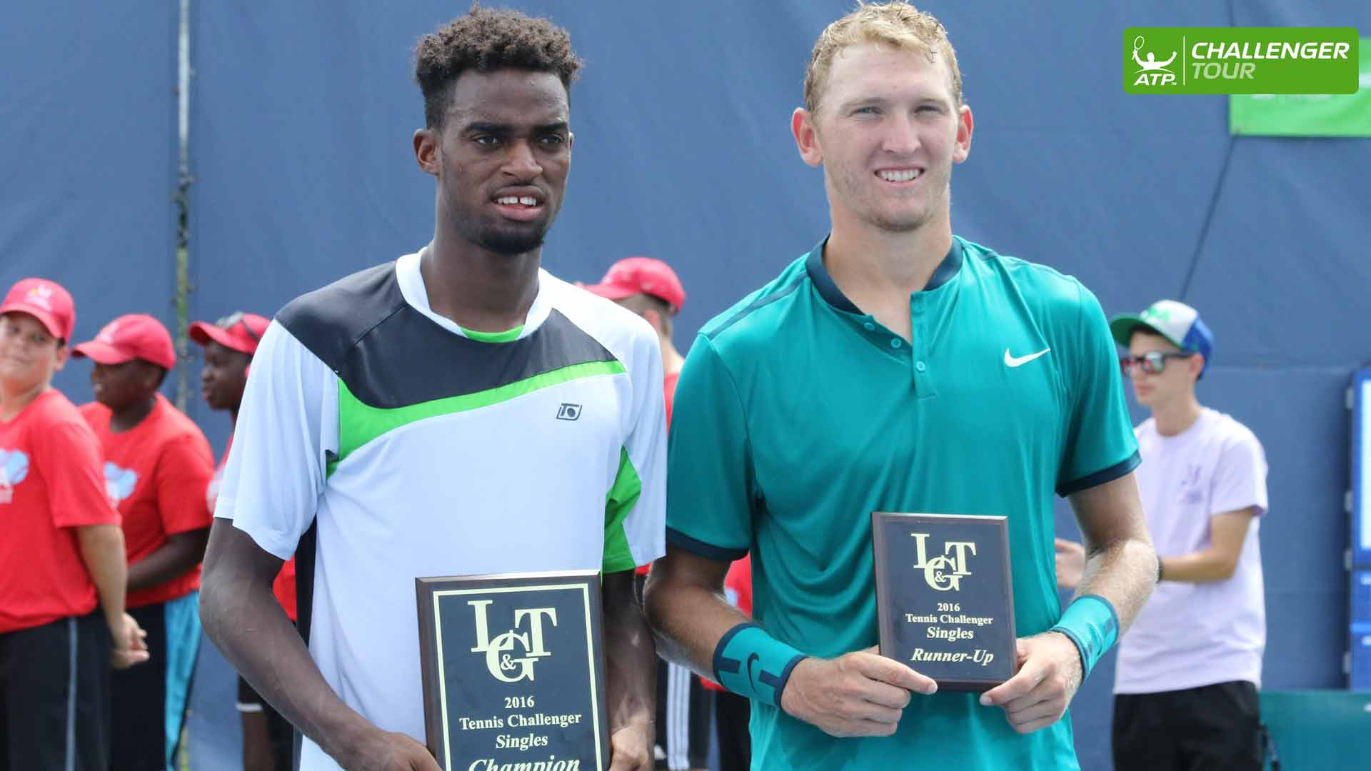 Darian King (L) prevails over Mitchell Krueger at the ATP Challenger Tour event in Binghamton.