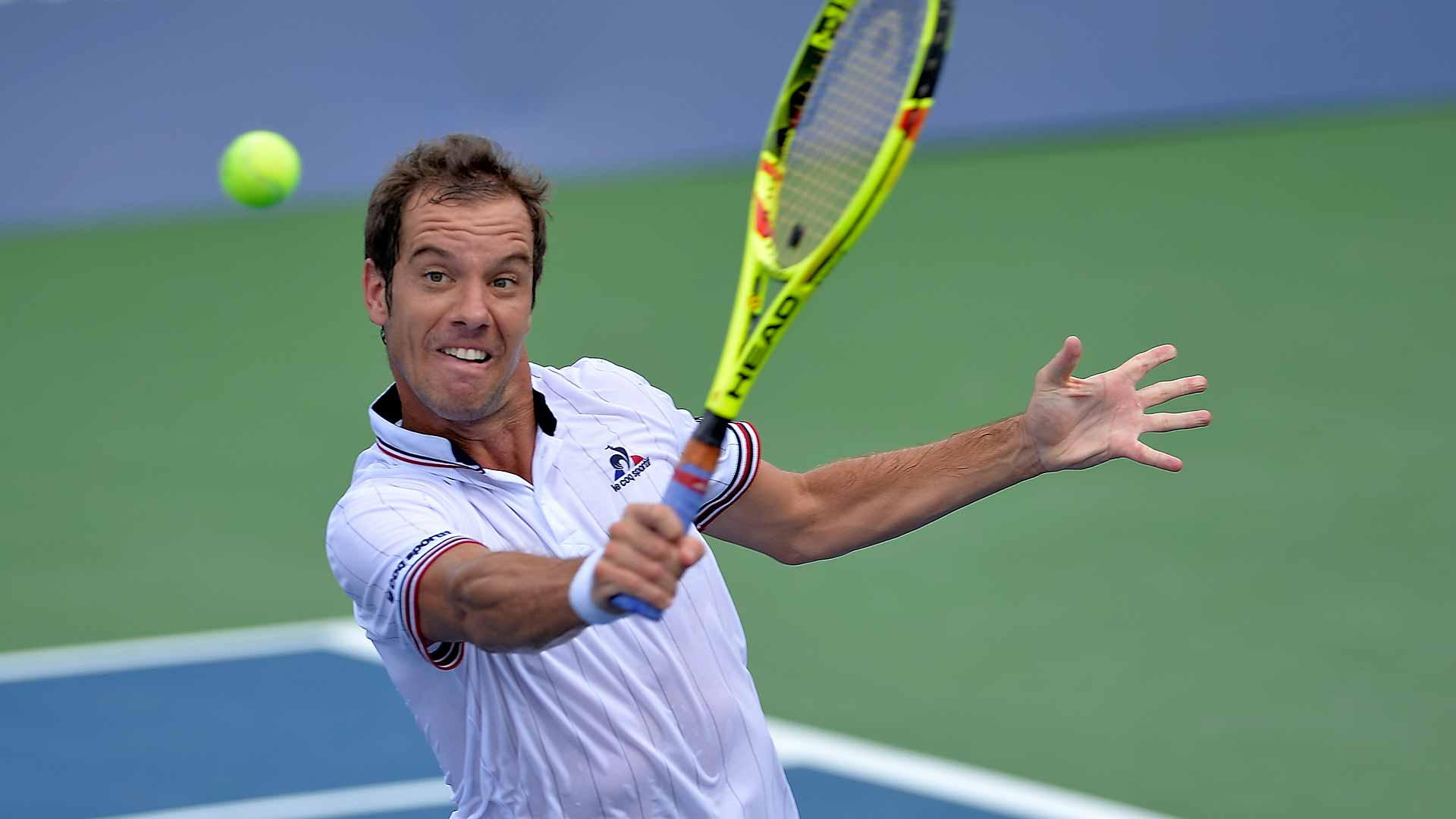 Richard Gasquet downs Stephane Robert to move into the quarter-finals.