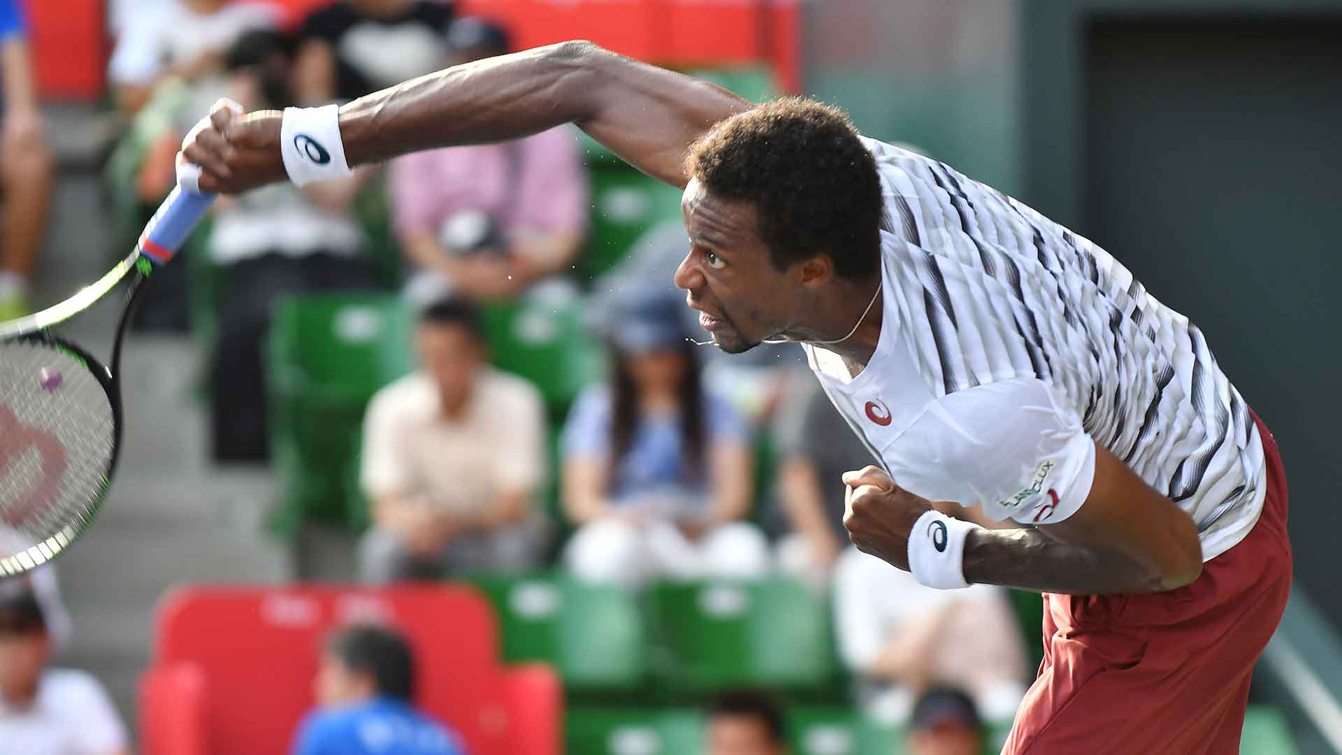 Gael Monfils hangs on to defeat Gilles Simon and move into the quarter-finals.