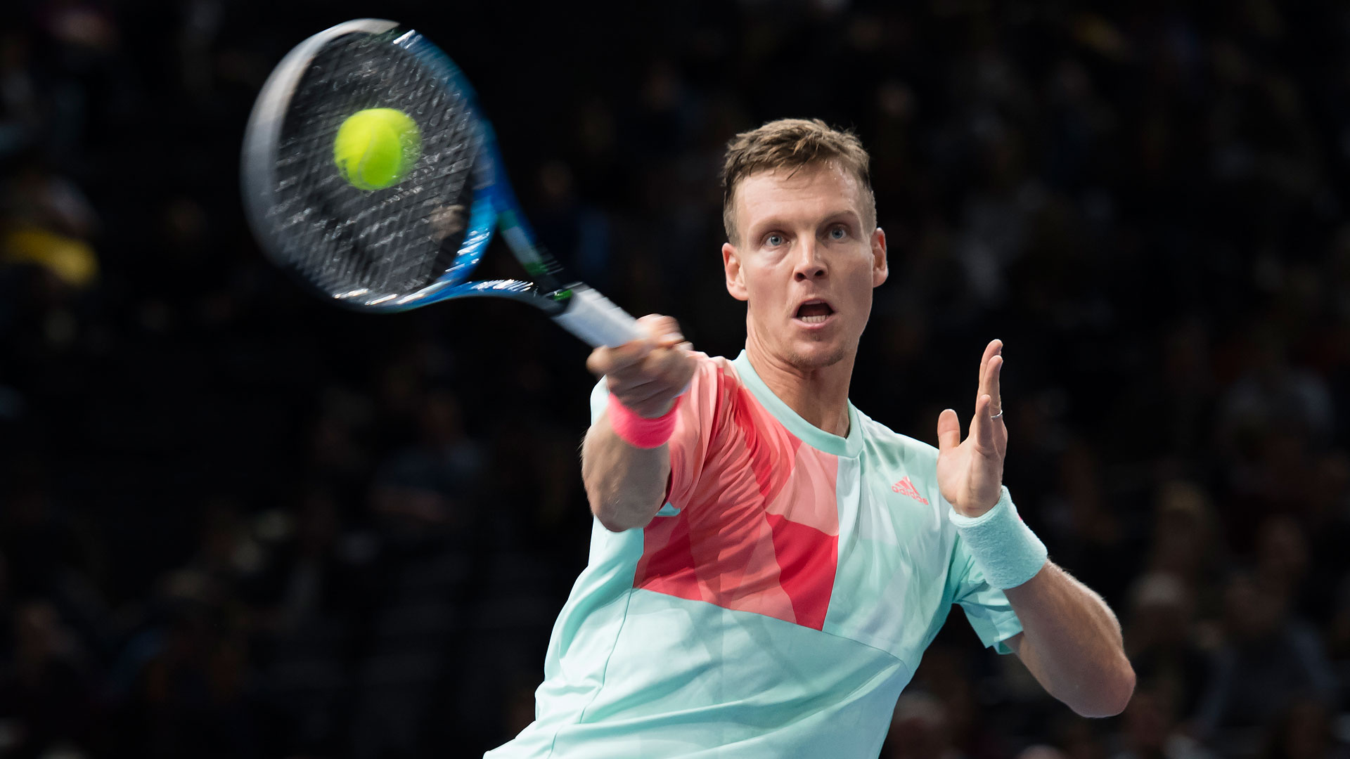 Tomas Berdych keeps his hopes alive for London with a second-round win on Tuesday at the BNP Paribas Masters.